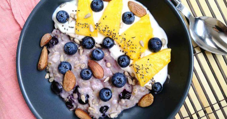 Porridge de Flocons d'Avoine aux Myrtilles et Ananas