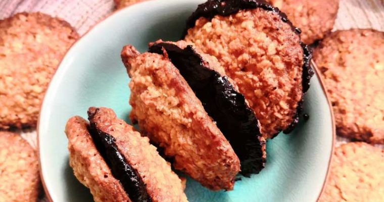 Oat Flakes Cakes with Chocolate Filling