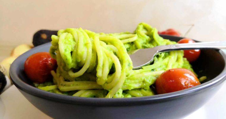 Spaghettis de blé et Courgettes à la Sauce Crémeuse aux Avocats